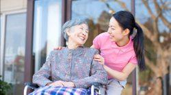Những điều cần lưu ý khi chăm sóc người cao tuổi