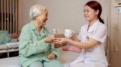 Cách chăm sóc lớn tuổi bị bệnh mất trí nhớ