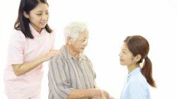 Cách chăm sóc người lớn tuổi hợp lý