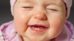 Biểu hiện và cách chăm sóc trẻ sốt khi mọc răng