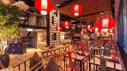 Nên thiết kế nhà hàng với nhiều chỗ ngồi phù hợp với những nhóm khách hàng khác nhau.