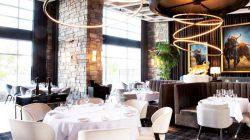 Bố trí bàn ăn nên có khoảng cách là 1 – 1.5m, tạo tính riêng tư và thuận tiện cho việc di chuyển của khách hàng và nhân viên phục vụ.