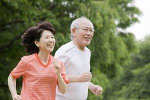 Canxi có khẻ năng giúp xương và răng người lớn tuổi chắc khỏe