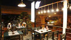 Thiết kế nhà hàngh bình dân giúp mang lại một hình ảnh mới giúp thu hút nhiều khách hàng ghé thăm và thưởng thức