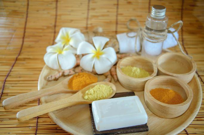 Nghệ và dầu dừa làm trắng da